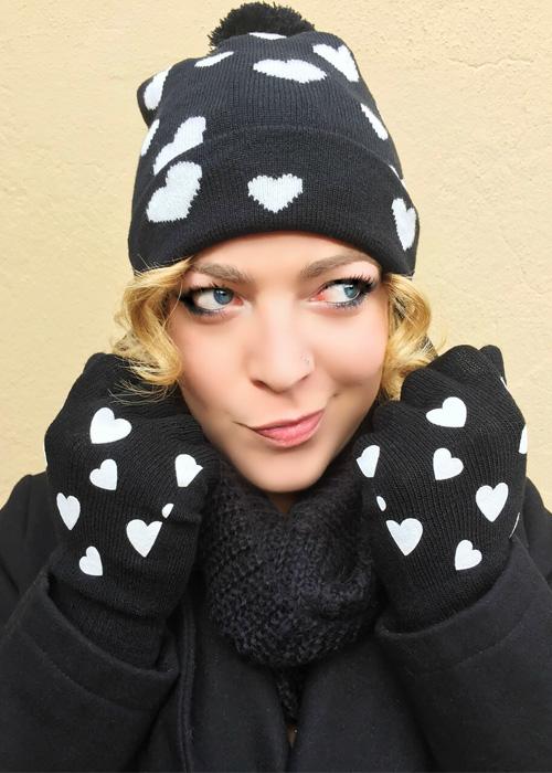 Outfit invernale cappello berretto e guanti cuori.