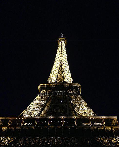 Torre Eiffel di notte.