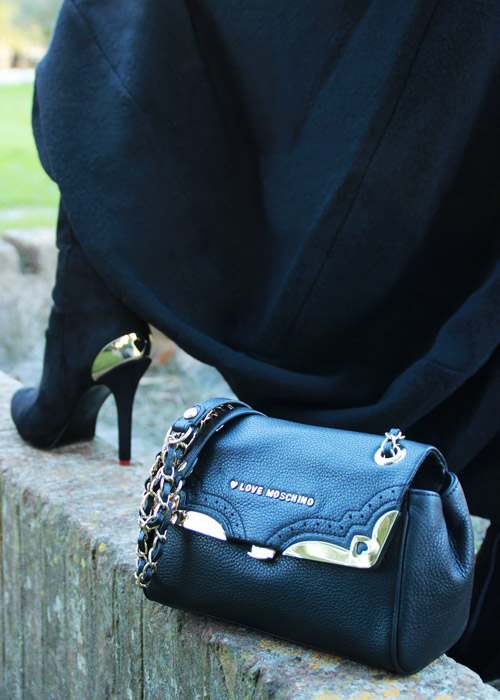 Black bag Moschino.