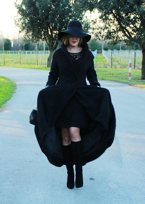 Outfit total black tubino nero.