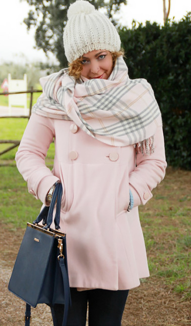 Pink outfit: how to dress light even in winter.