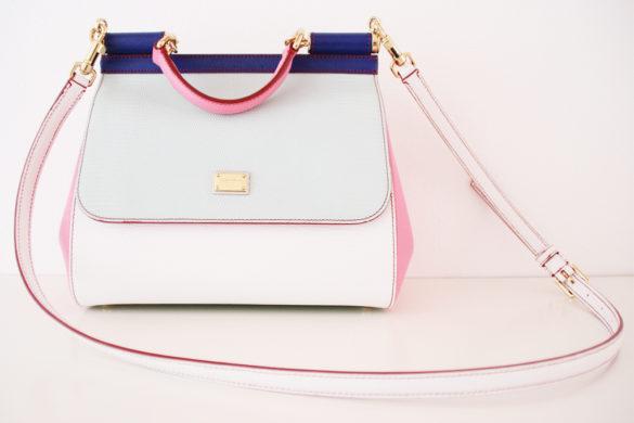 Nella borsa delle donne c'è un destino - In the women's bag is a destiny.