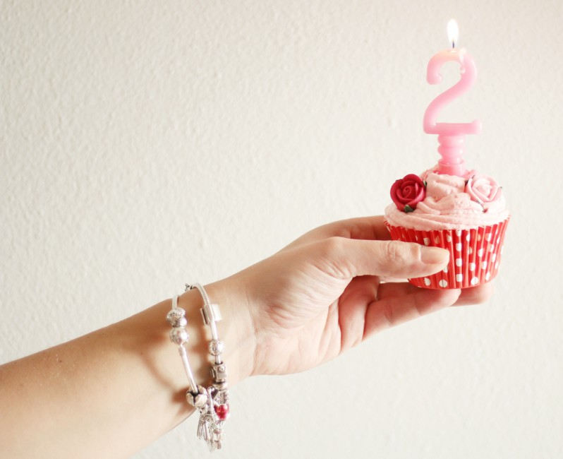 Buon secondo compleanno Fashion Snobber blog - Happy second birthday Fashion Snobber blog.