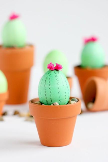 Idea fai da te uova di Pasqua a cactus - DIY Easter eggs cactus idea.
