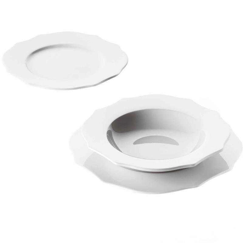 Servizio di piatti in porcellana - Porcelain dishes service.