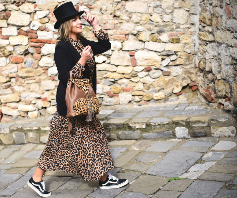 Animalier long dress outfit.