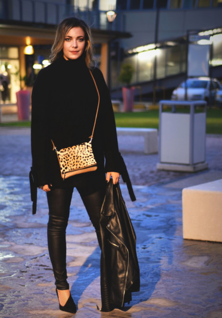 Look total black borsa animalier.