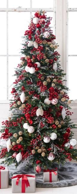 Albero di Natale rosso e bianco.