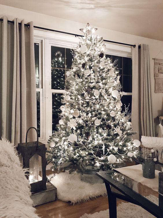 Albero di Natale bianco.