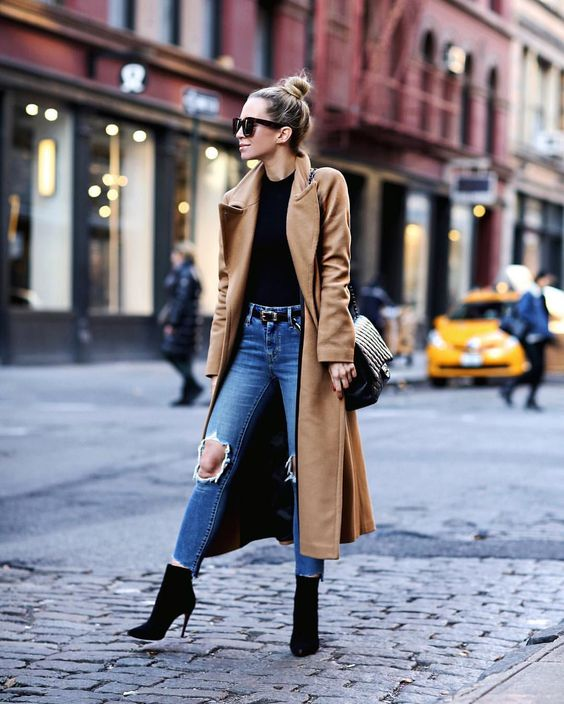 Ankle boots chic outfit.