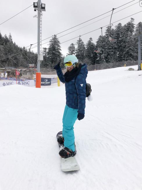 Snowboarding VS Ski.