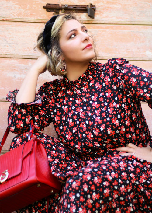 Romantic outfit Zara floral midi dress.