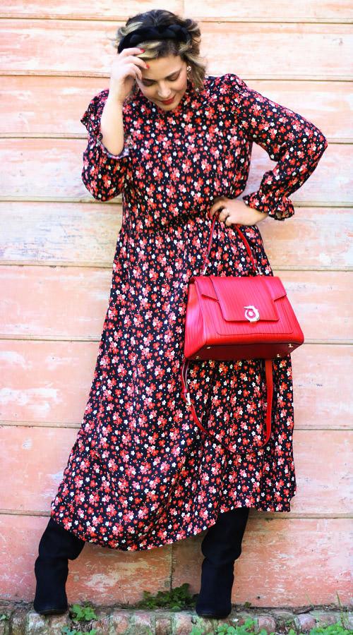 Outfit romantico abito midi floreale.