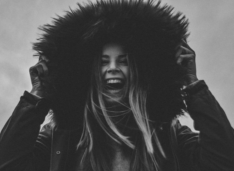 Tendenze moda inverno: il cappotto con pelliccia - Winter fashion trends: the coat with fur.