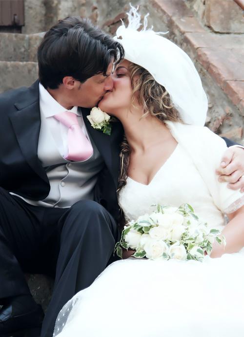 Foto bacio di matrimonio.