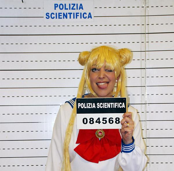 Sailor Moon arrestata dalla polizia.