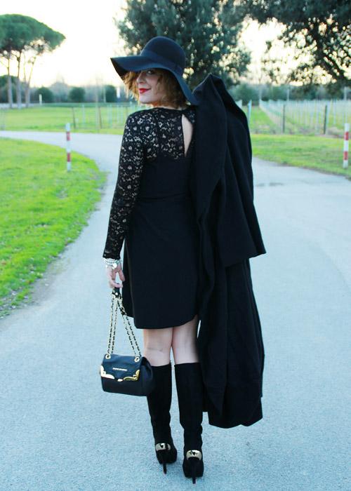 Outfit elegante tubino nero.