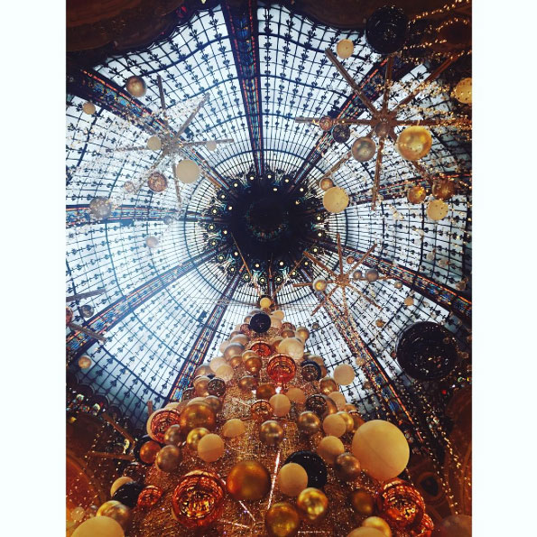 Parigi sotto Natale.