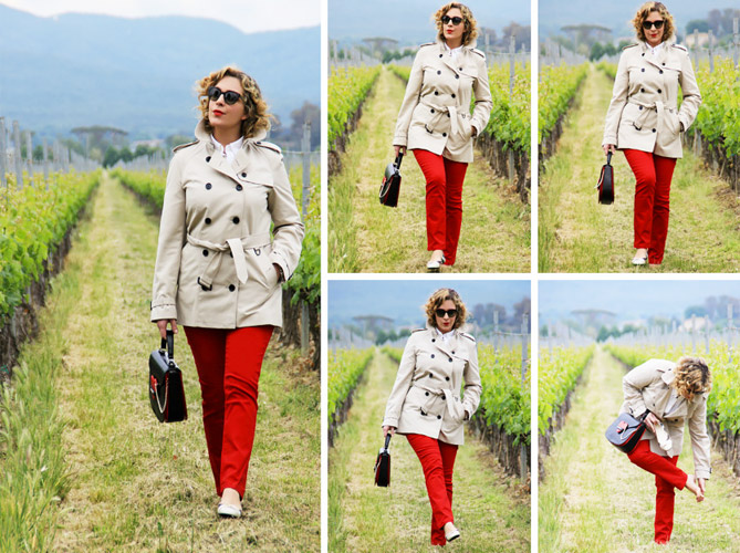 Outfit trench e pantaloni rossi.
