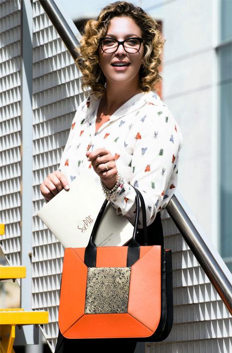 Outfit da ufficio con borsa made in Italy Sapaf Atelier.