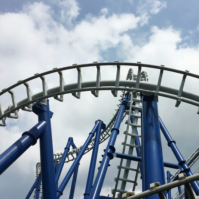 Blue Tornado montagne russe.