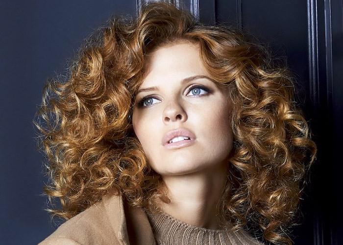 Come avere capelli ricci perfetti.