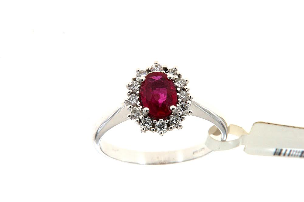 White gold ring with oval ruby by Floris Diamanti.