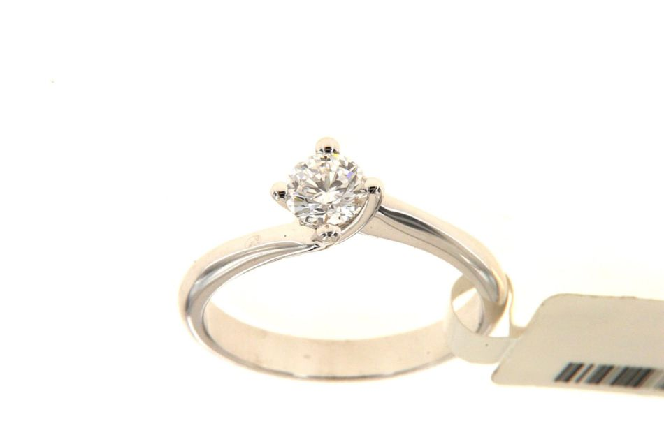 Solitaire ring with brilliant by Floris Diamanti.