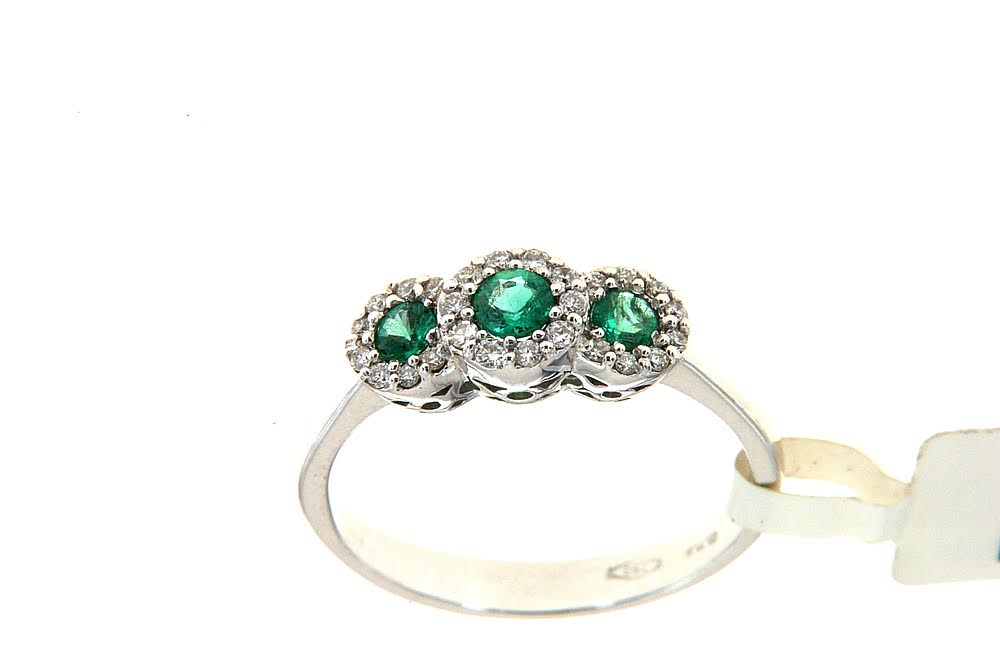 Trilogy with three emeralds and contour of brilliant by Floris Diamanti.