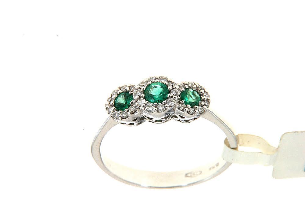 Anello trilogy con smeraldi Floris Diamanti - Trilogy ring with three emeralds and contour of brilliant by Floris Diamanti.