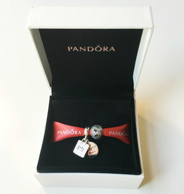 Original charms Pandora jewel.