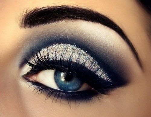 Blue eyes makeup.