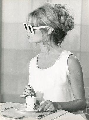 Brigitte Bardot icona di stile e di eleganza - Brigitte Bardot elegance style icon.