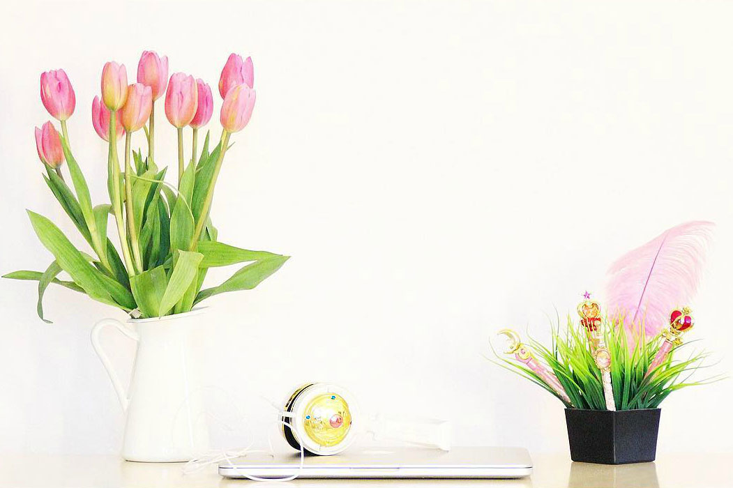 How to decorate a home with fresh flowers.