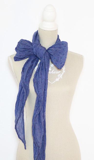 Come indossare una sciarpa con fiocco.