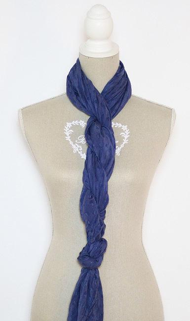 Come indossare una sciarpa effetto a spirale.
