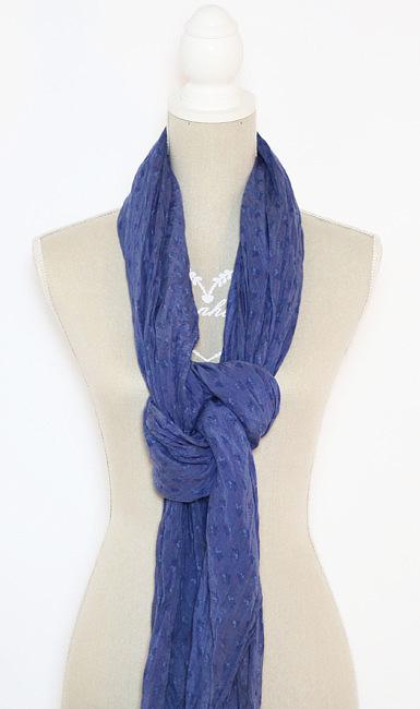 Come indossare na sciarpa con nodo morbido.