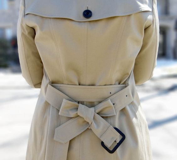 How to tie a coat belt bow.