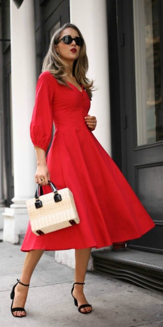 How to wear a straw bag with a red dress.