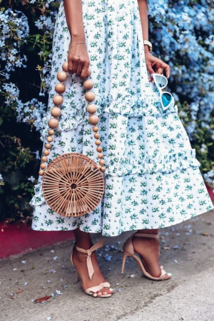 How to wear the outfit-inspired straw bag.