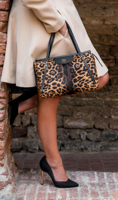 Made in Italy animalier city bag by Sapaf Atelier.
