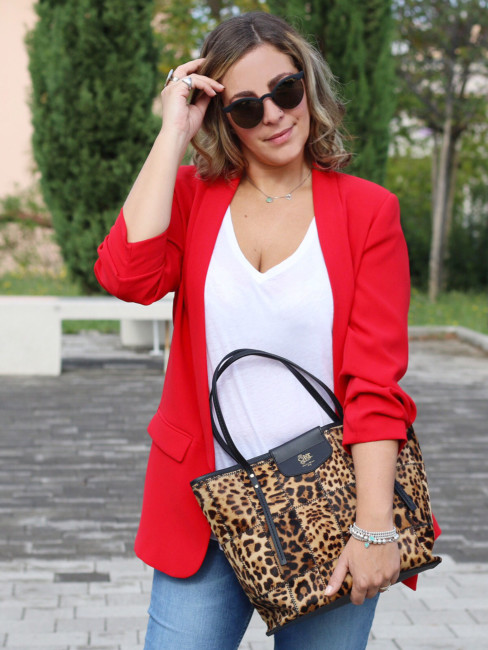 Come indossare una tote bag animalier - How to wear an animalier tote bag.