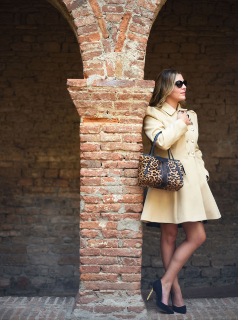 Bon ton elegant look animalier bag.