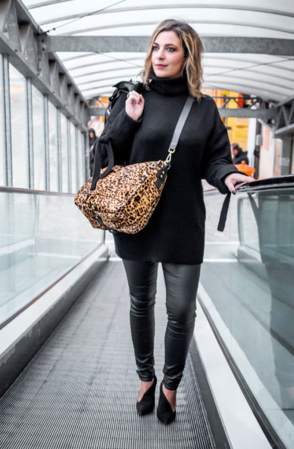 Total black look animalier bag.