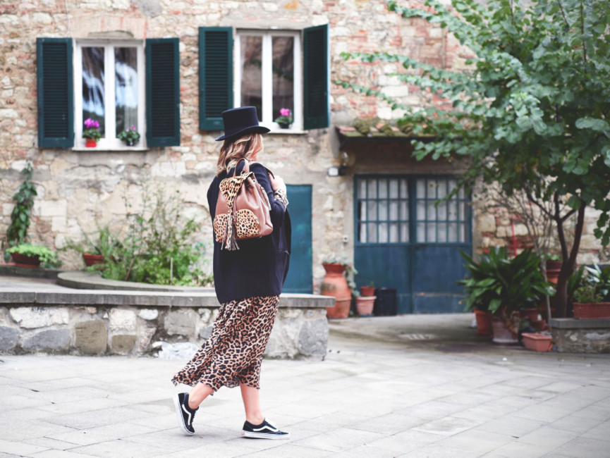 Animalier dress and backpack look.