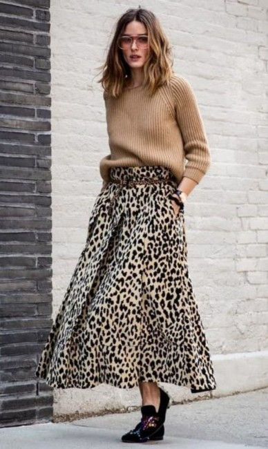 Animalier skirt outfit.