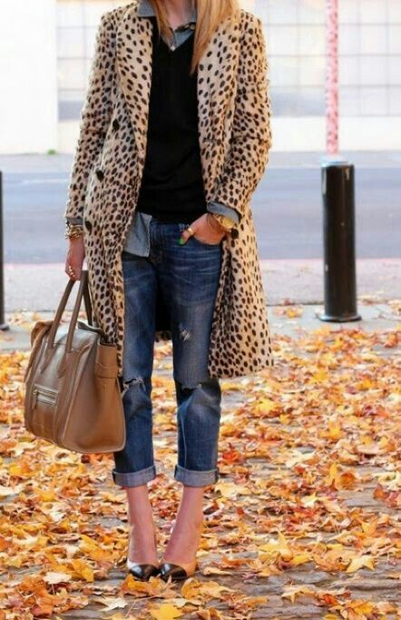 Animalier coat casual outfit.