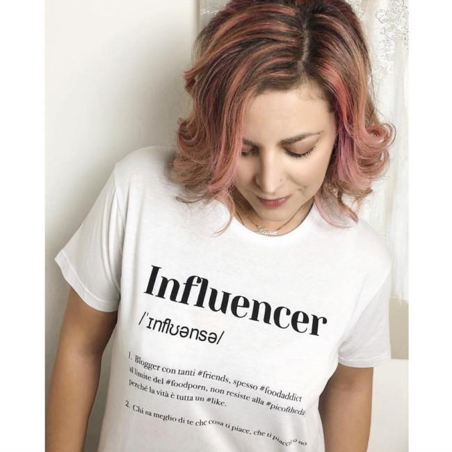 Recap Instagram 4: la foto più amata è una t-shirt ironica sugli influencer.