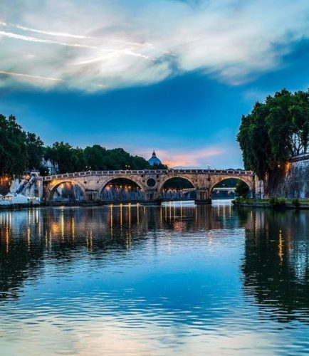 Weekend in Rome, walk along the Tiber.