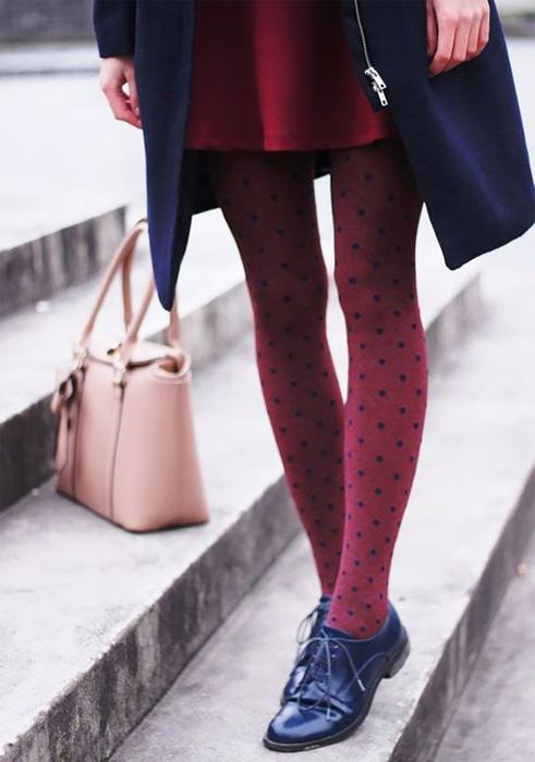 Come indossare calze collant a fantasia.